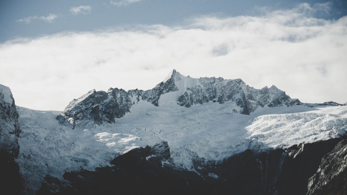 avalansa munti iarna aleks-dahlberg