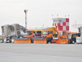 Utilaje de iarnă la Aeroportul Mihail Kogălniceanu din Constanța