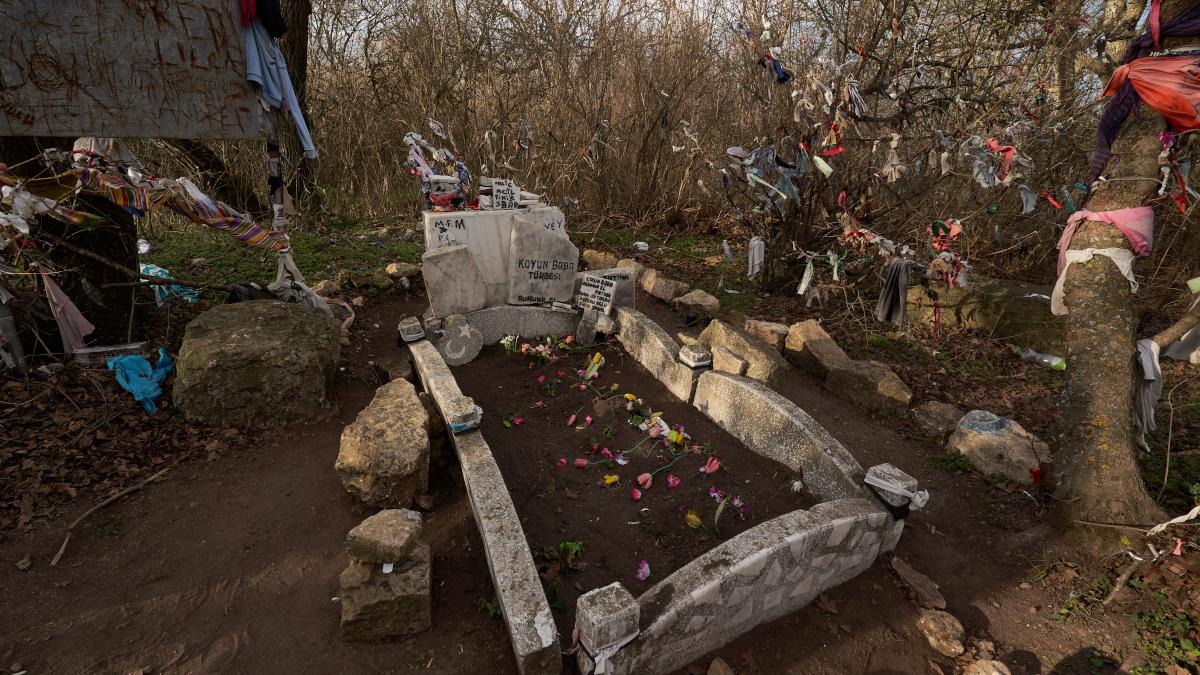 Mormantul lui Koyun Baba de pe Muntele Tatalui (7)