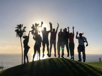 Poză de grup cu jurnaliștii români și spanioli la Golf Costa Adeje, în Tenerife. FOTO Adrian Boioglu
